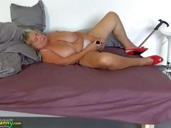 old granny insters big dildo in her cunt